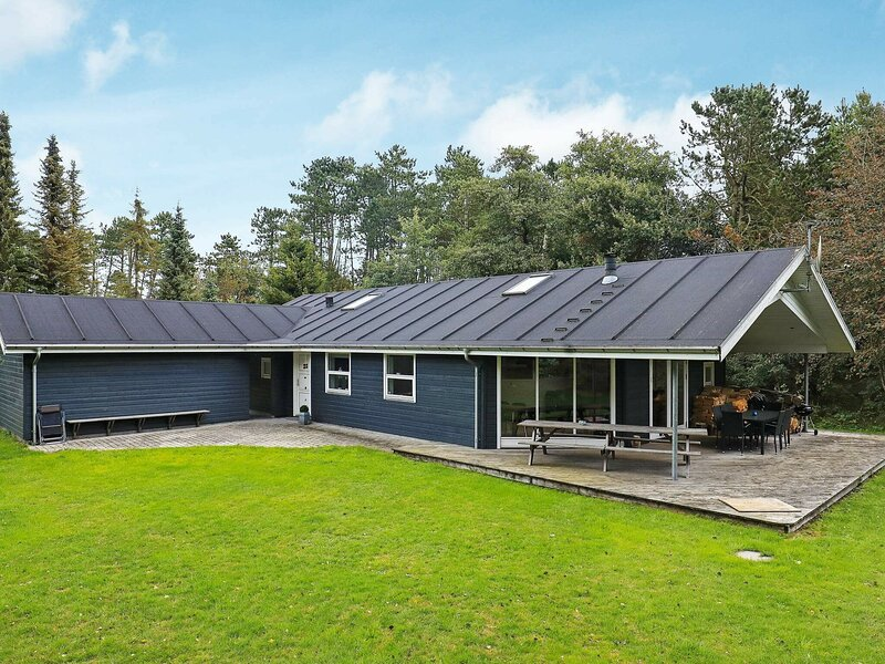 Enticing Holiday Home in Hals with Terrace, alquiler vacacional en Aalborg
