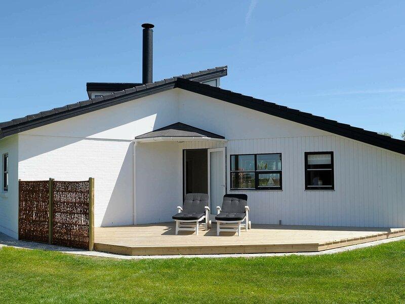 Lively Holiday Home in Hemmet with Sauna, location de vacances à Bork Havn