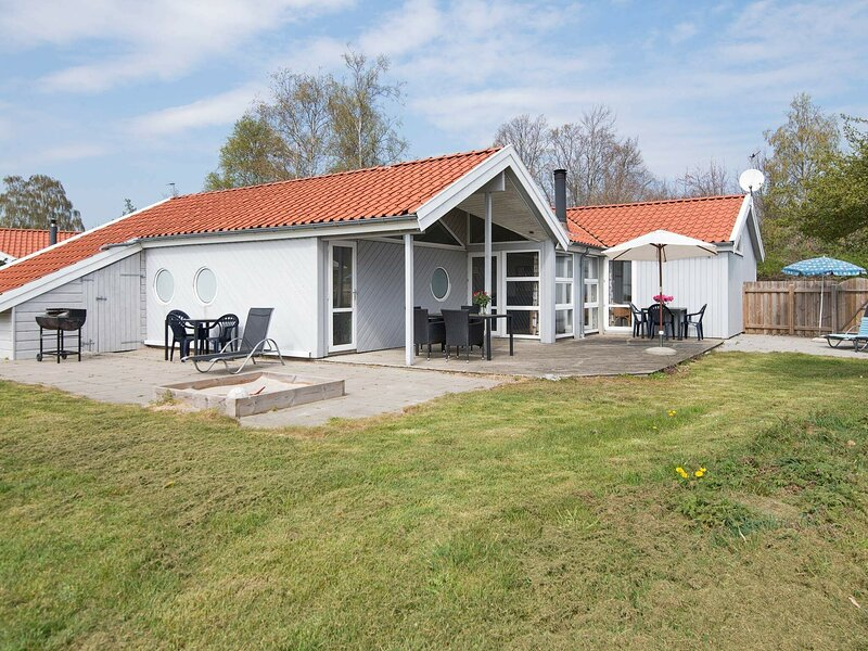 Picturesque Holiday Home in Ebeltoft with Sauna, location de vacances à Femmoeller