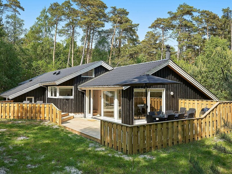 Quiet Holiday Home in Bornholm with Sauna, holiday rental in Balka