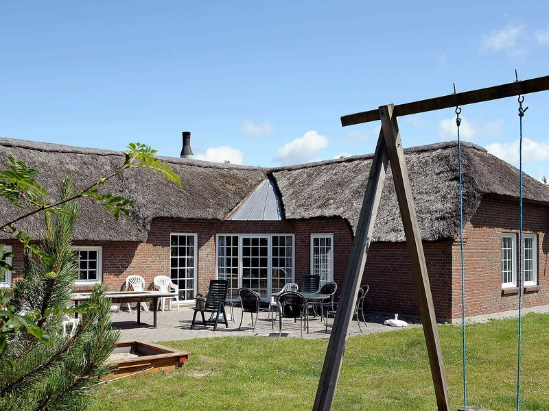 Traditional Holiday Home in Ringkobing with Sauna, vakantiewoning in Vesterhede