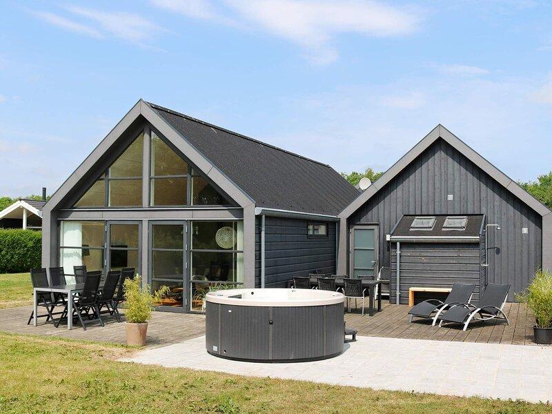 Peaceful Holiday Home in Hadsund with Sauna, holiday rental in Rebild Municipality