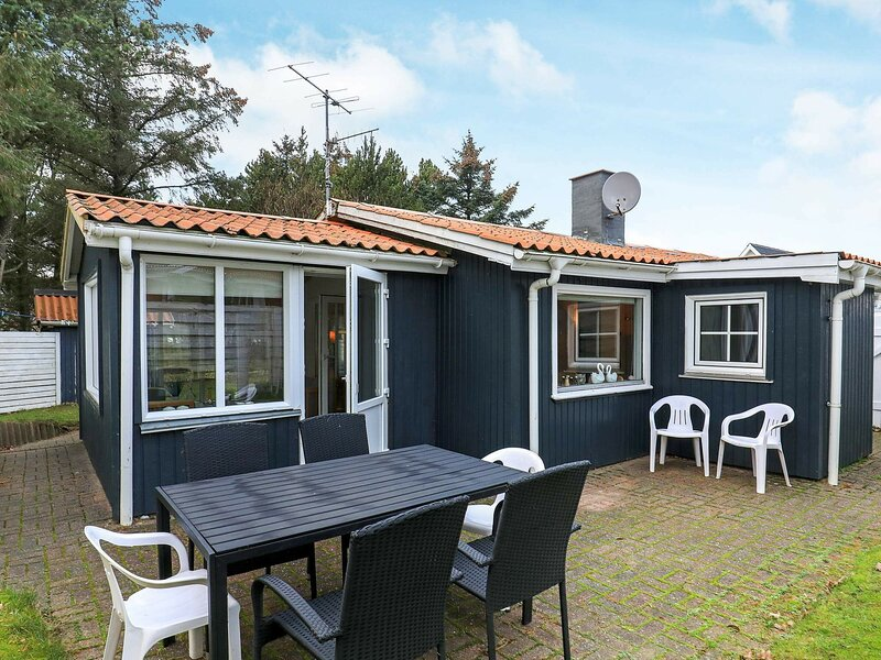 Beautiful Holiday Home in Thisted near Sea, holiday rental in Skyum