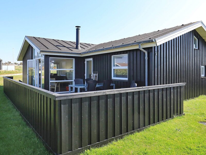 Cozy Holiday Home in Lønstrup with Whirlpool, casa vacanza a Lonstrup