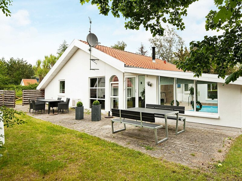 Pretty Holiday Home in Ebeltoft with Swimming Pool, holiday rental in Balle
