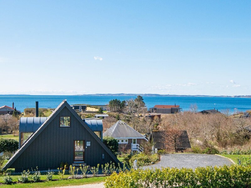 Charming Holiday Home in Ebeltoft with Whirlpool, location de vacances à Femmoeller