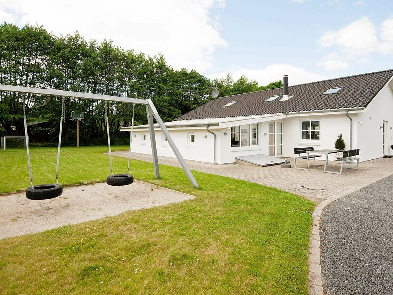 Contemporary Holiday Home in Egå with Pool, casa vacanza a Risskov