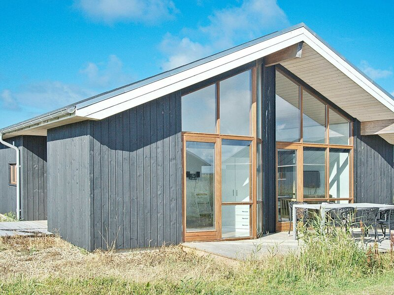 Modern Holiday Home  in Ulfborg with Sauna, holiday rental in West Jutland
