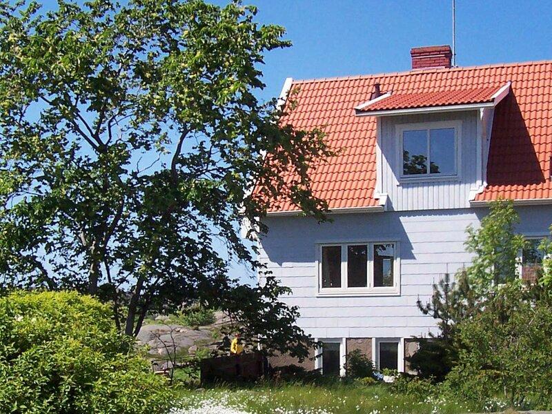 6 person holiday home in HOVENäSET – semesterbostad i Fjällbacka