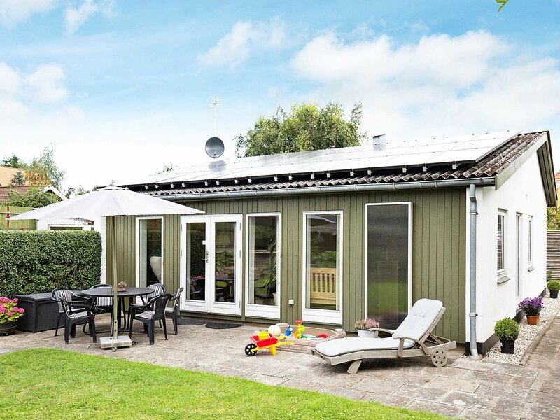 Modern Holiday Home in Vejby Denmark with Terrace, holiday rental in Gribskov Municipality