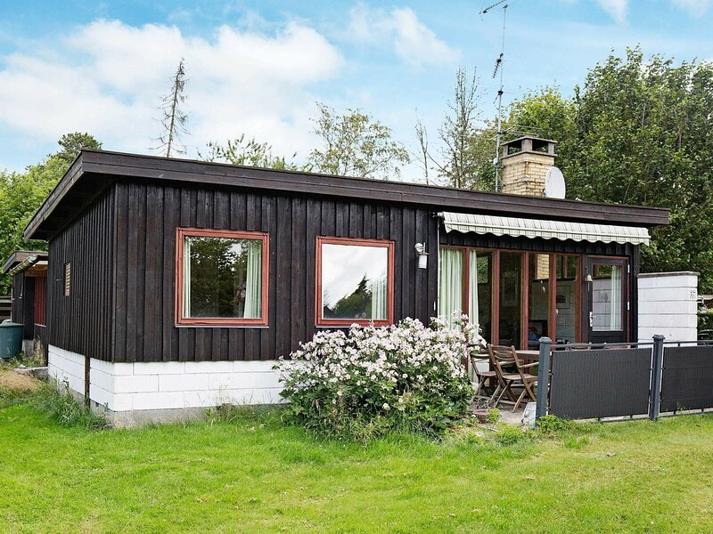 Peaceful Holiday Home in Gilleleje Denmark with Terrace, holiday rental in Gilleleje