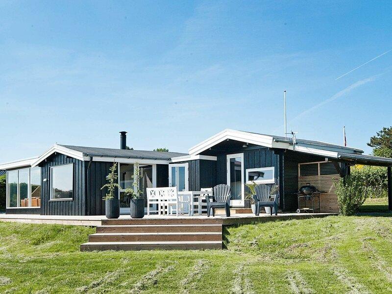 Elite Holiday Home in Ebeltoft Jutland with Whirlpool, holiday rental in Egsmark Strand