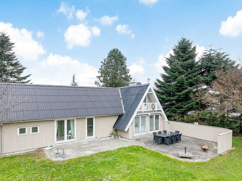 Special Holiday Home in Glesborg near Sea, holiday rental in Fjellerup Strand