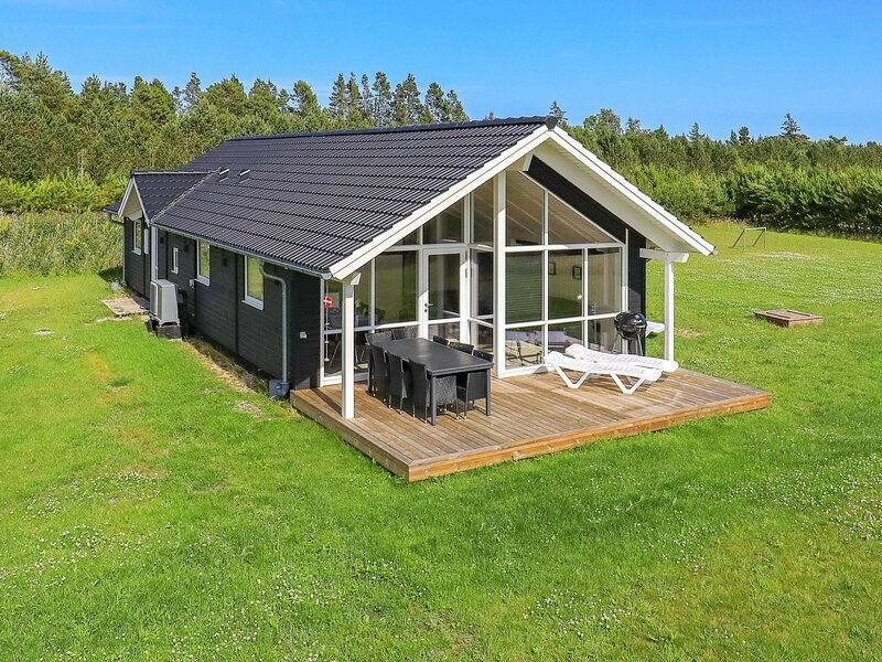 Charming Holiday Home in Jutland Denmark with Terrace, vacation rental in Bratten