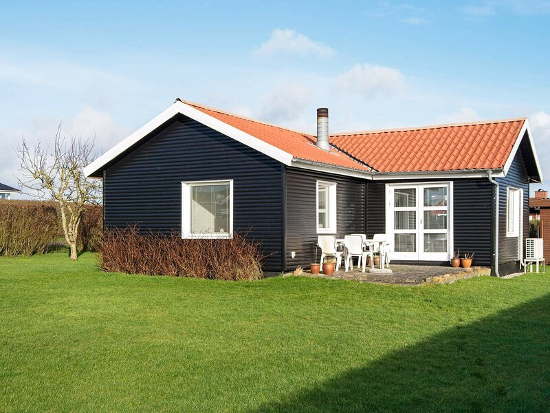 Bright Holiday Home in Jutland Denmark with Terrace, holiday rental in Christiansfeld