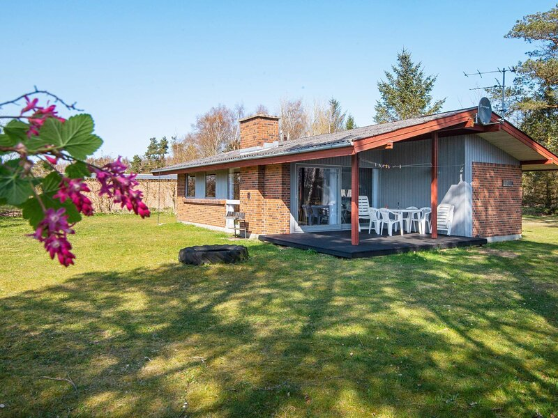 Peaceful Holiday Home in Ørsted with Sauna, holiday rental in Randers