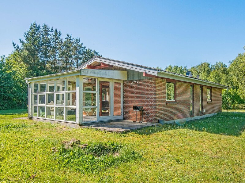 Attractive Holiday Home in Ørsted with Sauna, holiday rental in Randers