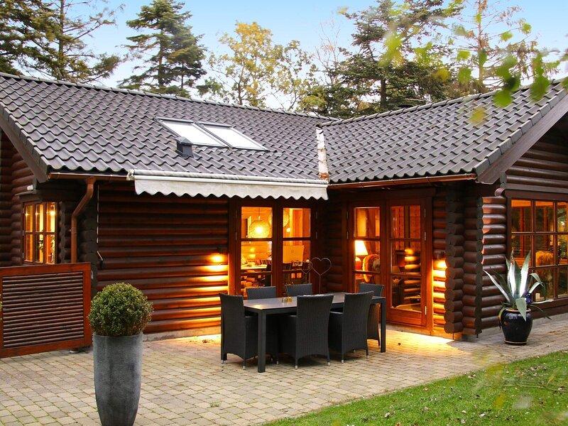 Lavish Holiday Home in Hadsund near Sea, casa vacanza a Mariagerfjord Municipality
