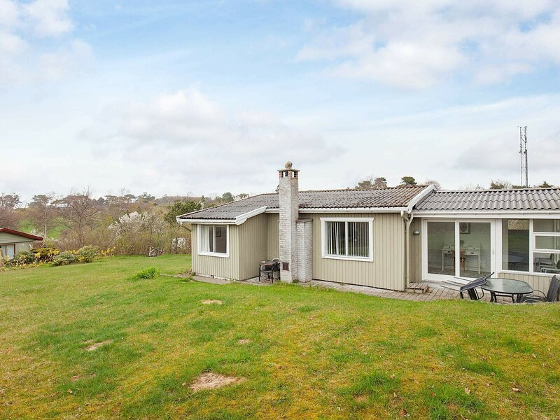 Stunning Holiday Home in Hovedstaden with Terrace, holiday rental in Gilleleje