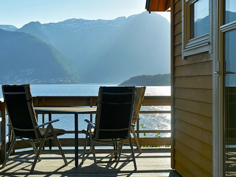 8 person holiday home in leikanger, holiday rental in Fjaerland