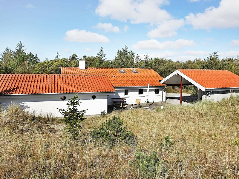 Spacious Holiday Home in Ålbæk With Open Terrace, holiday rental in Hulsig