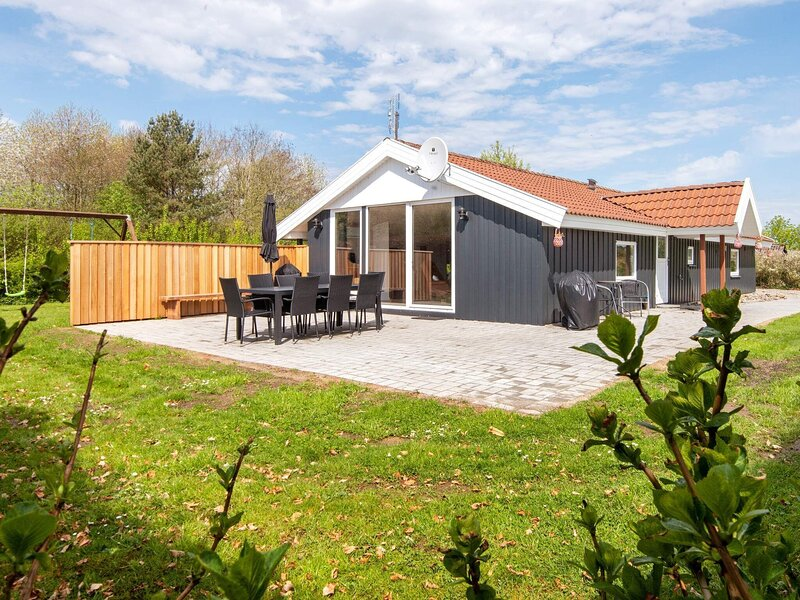 Quaint Holiday Home in Hejls With Relaxing Whirlpool, vacation rental in Christiansfeld