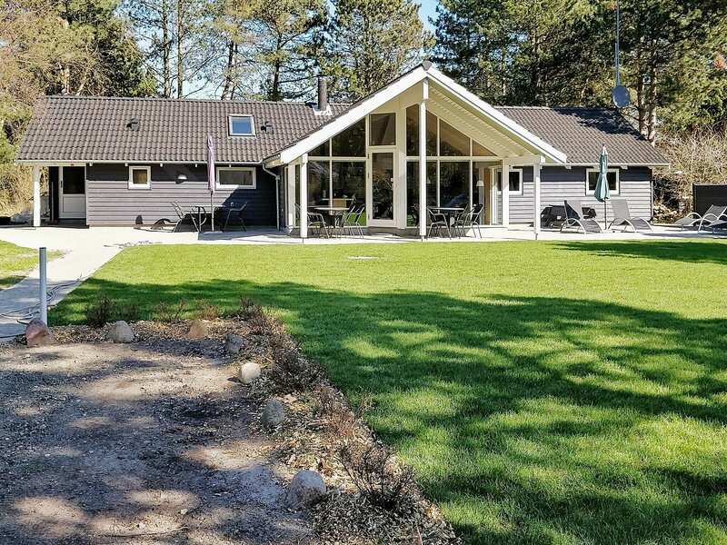 Spacious Holiday Home in Rødby Near Beach, holiday rental in Maribo