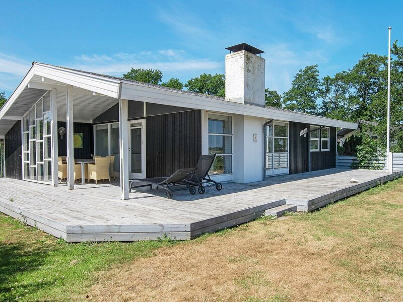Peaceful Holiday Home in Fjerritslev Near Beaches, holiday rental in Vejen