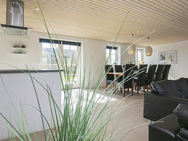 Rustic Holiday Home in Ulfborg With Relaxing Whirlpool, holiday rental in Vederso Klit