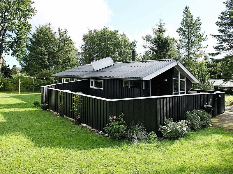 Peaceful Holiday Home in Fjerritslev With Roofed Terrace, alquiler vacacional en Fjerritslev