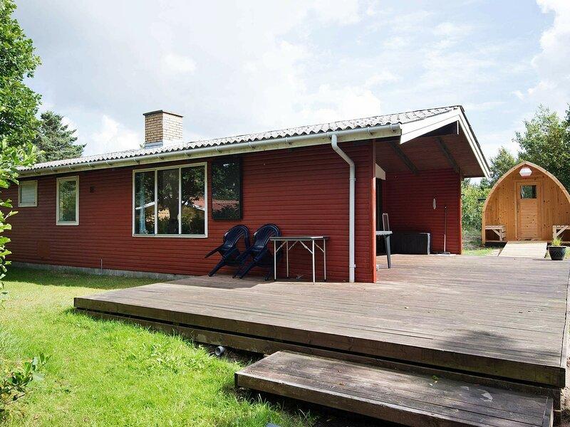 Pretty Holiday Home in Ålbæk near Sea, holiday rental in Hulsig
