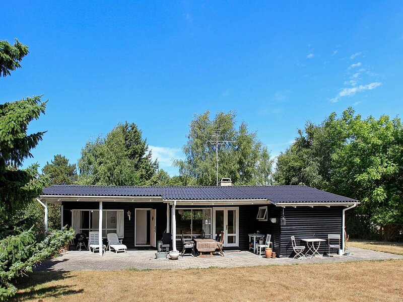 Vintage Holiday Home in Zealand with Terrace, holiday rental in Odsherred Municipality