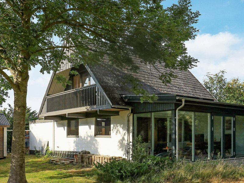 Cosy Holiday Home in Struer with Terrace, holiday rental in Vinderup