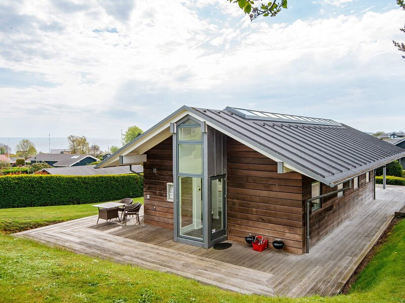 Quaint Holiday Home in Hejls With Roofed Terrace, holiday rental in Bjert