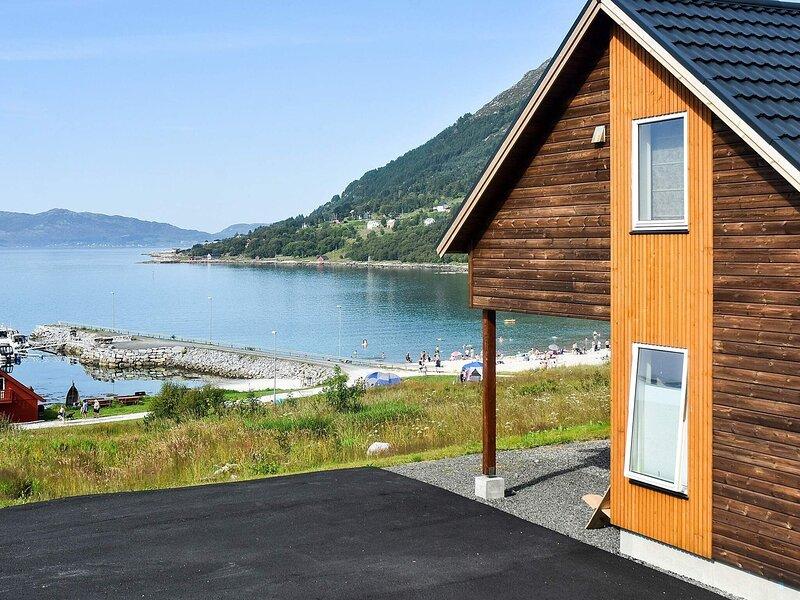 8 person holiday home in Åram, holiday rental in Møre og Romsdal