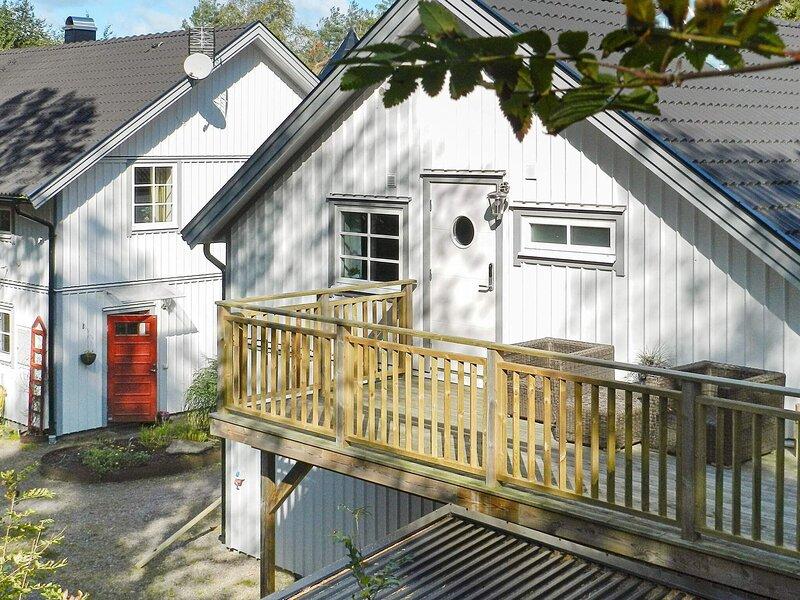 6 person holiday home in LYSEKIL – semesterbostad i Fiskebäckskil