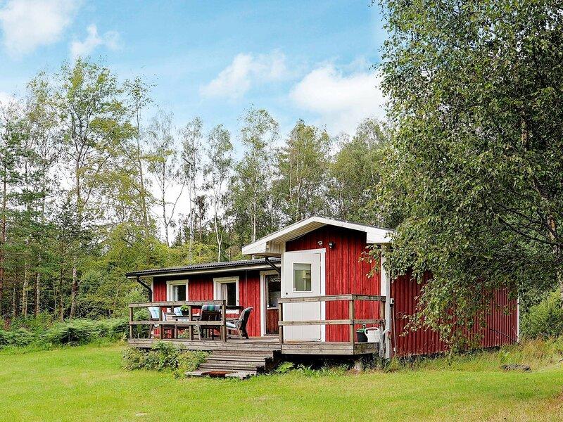 4 person holiday home in ÖRKELJUNGA, location de vacances à Bjarnum