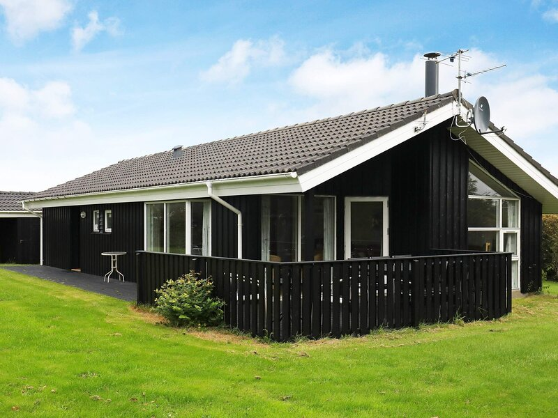 Fancy Holiday Home in Hjørring with Sauna, casa vacanza a Lonstrup