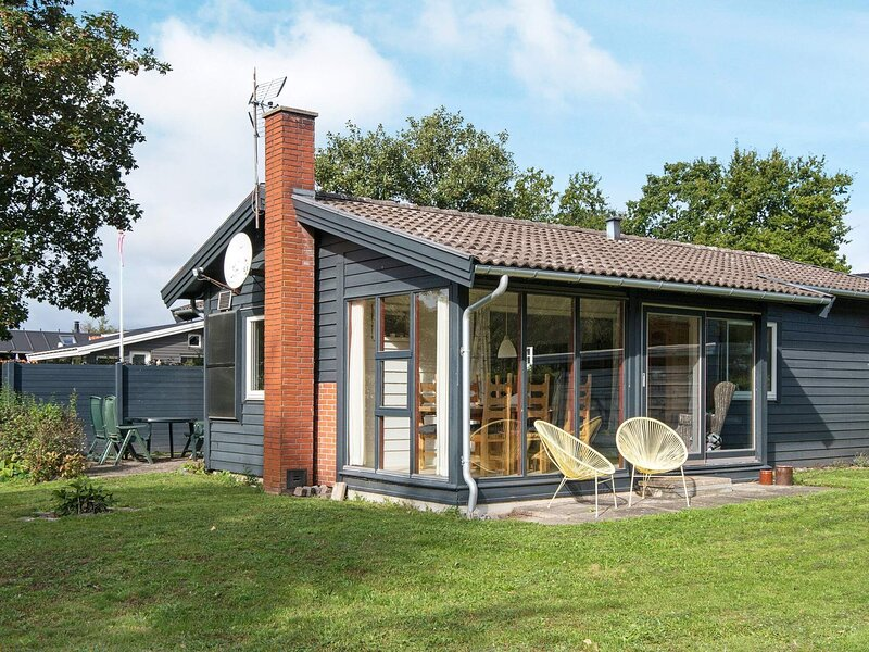 Stunning Holiday Home with Roofed Terrace in Jutland, holiday rental in Skive