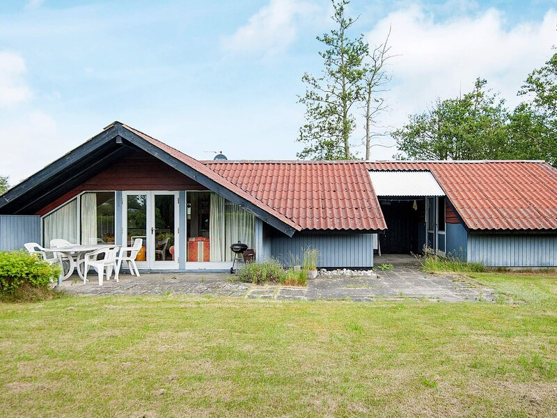Cosy Holiday Home in Jutland, Midtjylland with Terrace, location de vacances à Grenaa