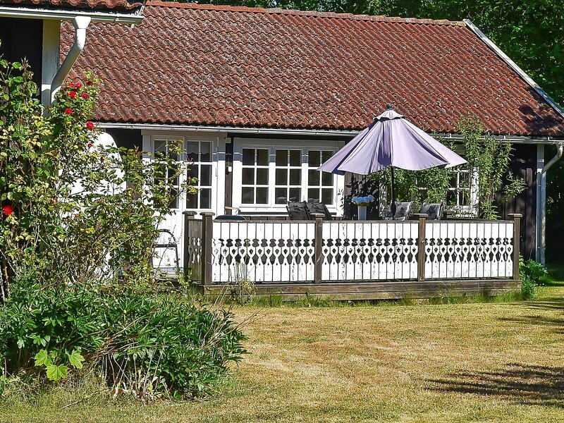 4 person holiday home in LÖTTORP, location de vacances à Lottorp