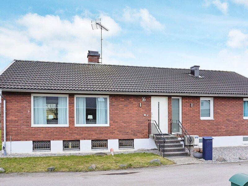 5 person holiday home in STENUNGSSUND, location de vacances à Stenungsund