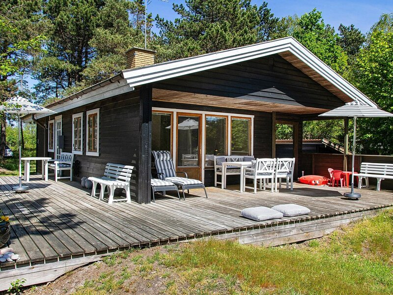 Peaceful Cottage in Nykobing Sjaelland with Garden, holiday rental in Odsherred Municipality