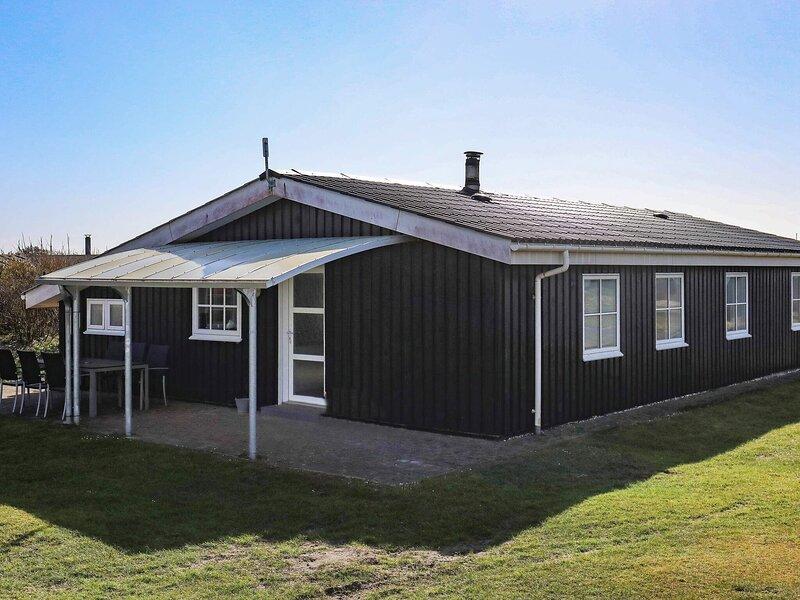 Modern Holiday Home in Løkken with Whirlpool, holiday rental in Bronderslev