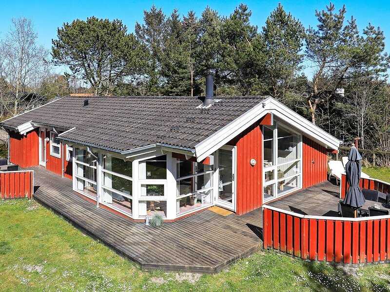 Luxurious Cottage in Hals Jutland with Swimming Pool, holiday rental in Aalborg