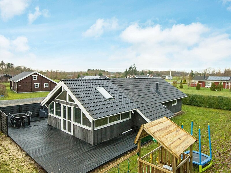 Modern Holiday Home in Hovborg Denmark with Terrace, location de vacances à Hovborg