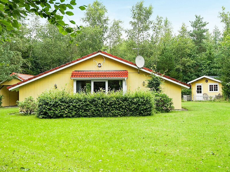 Alluring Holiday Home in Herning with Private Whirlpool, holiday rental in Brande