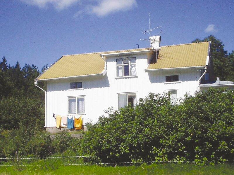 10 person holiday home in AMBJÖRNARP, location de vacances à Hacksvik