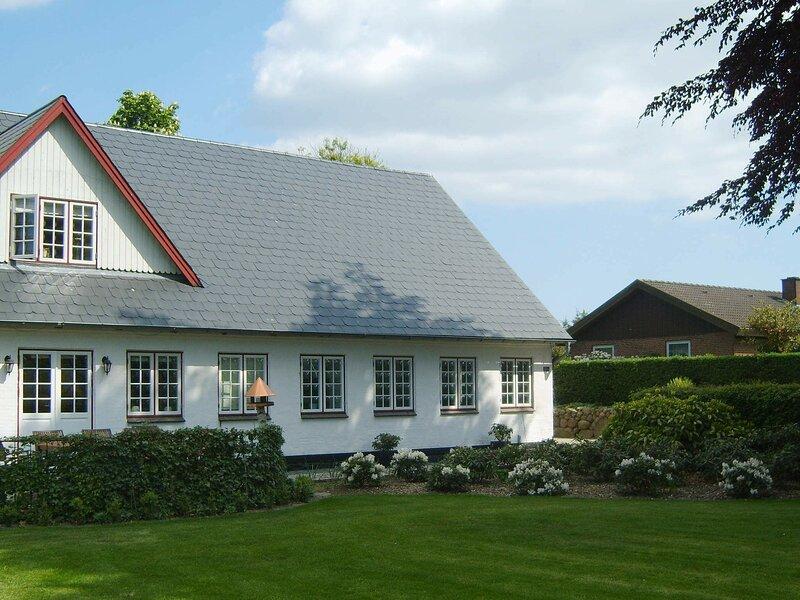 Peaceful Holiday Home in Aabenraa Denmark with Garden, holiday rental in Aabenraa