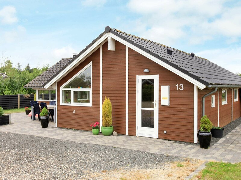 Gorgeous Holiday Home in Hemmet with Sauna, holiday rental in Ringkobing